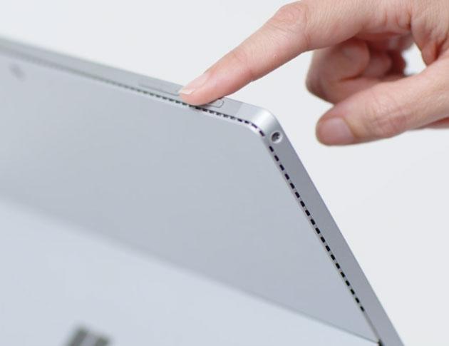 Mantenga presionado el botón de encendido en un dispositivo con pantalla táctil con Windows 10